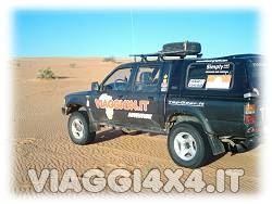 Pick-up Toyota Hilux Viaggi 4x4 equipaggiati con pneumatici equipaggiati Insa Turbo